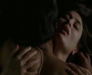 kareena finest backless lovemaking scene