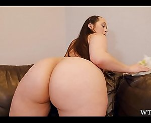 Chunky butt maid sucks black dick